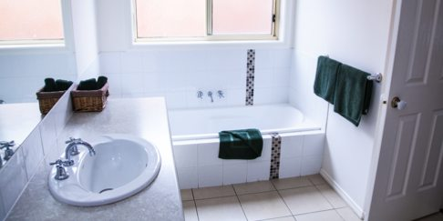 Baronga Motor Inn Colac Motel Townhouse Bathroom